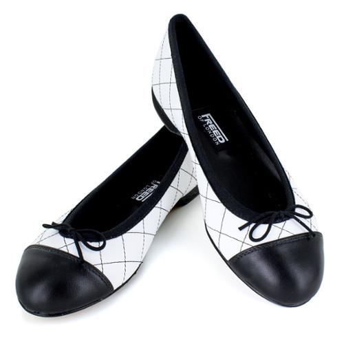 Chaussures pour la ville type Ballerines pour femmes de la marque Freed of London. Modèle Charlotte.