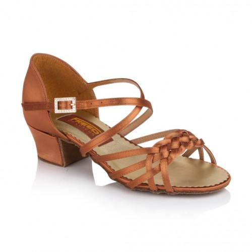 Chaussures de danse latine pour enfants de la marque Freed of London. Modèle Maisie à lanières tressées à l'avant du pied. Talon Cubain.