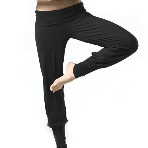 Pantalon souple et confortable de sport de la marque Temps Danse. Idéal pour le Yoga ou le Pilates. Modèle Orphée en couleur noir.